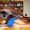 Девчонка спит голой