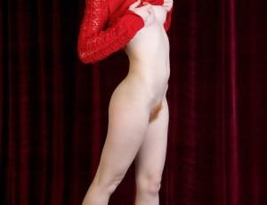 Рыжая и сексуальная красотка