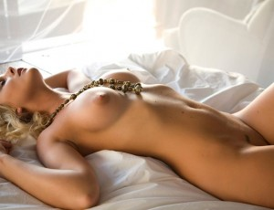 Возбужденная киска блондинки