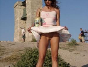 Стриптиз девок в коротких юбках
