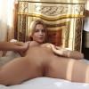 Молодая возбужденная пилотка голой сексуальной барышни