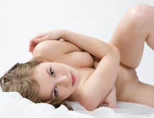 Красивие и строиние девушки оголят свои тела