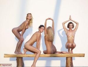 Красивые голые девушки с идеальными формами покажут свои умения