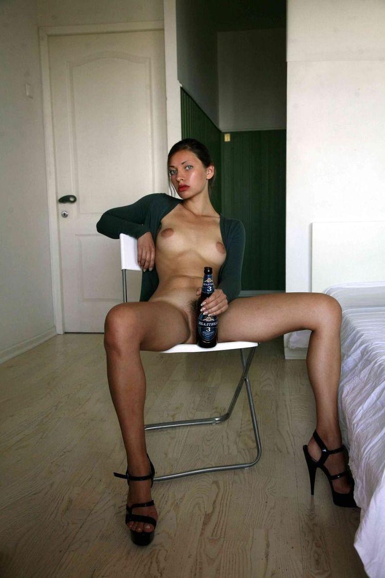 Голая пьяная девка