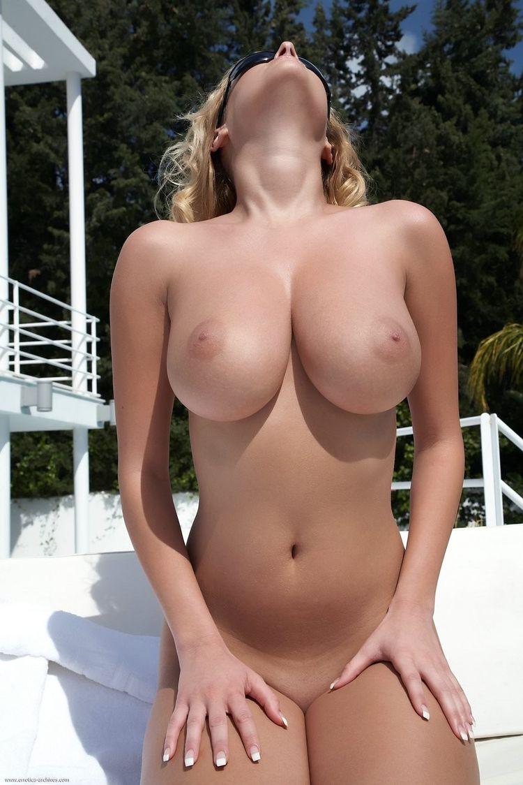 Самые огромные груди голые фото 17 фотография