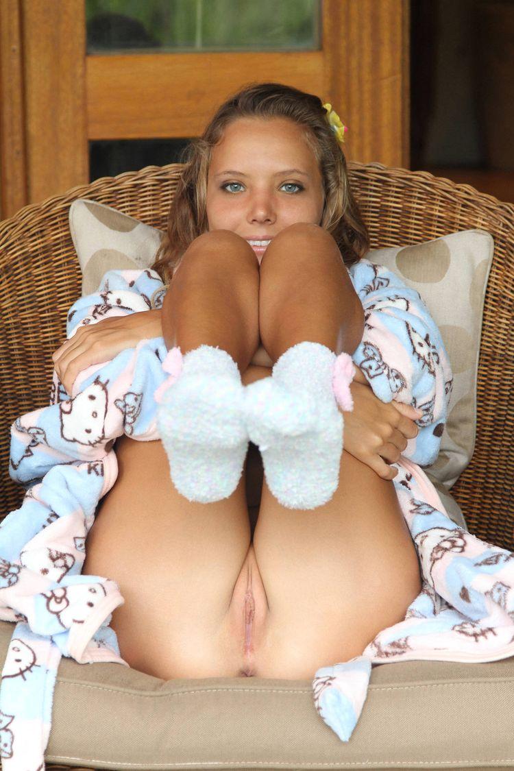 Фото девчонок голых в халате 7 фотография