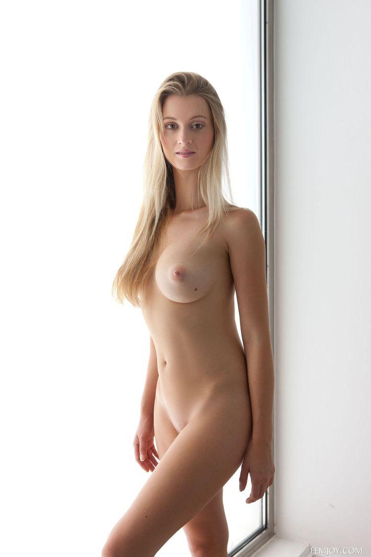 Красивая девичья грудь