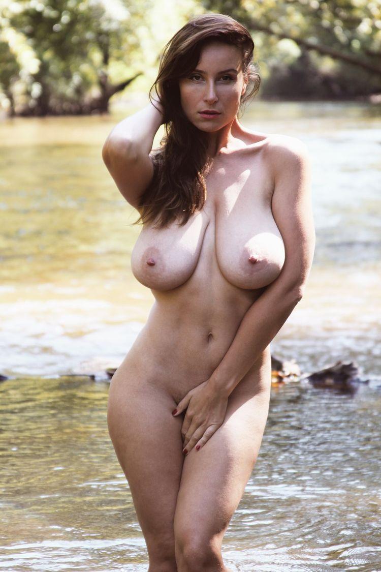 Самые красивые голые бедра 10 фотография