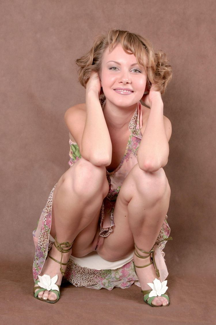 Сидячий upskirt телок девок в городе 16 фотография