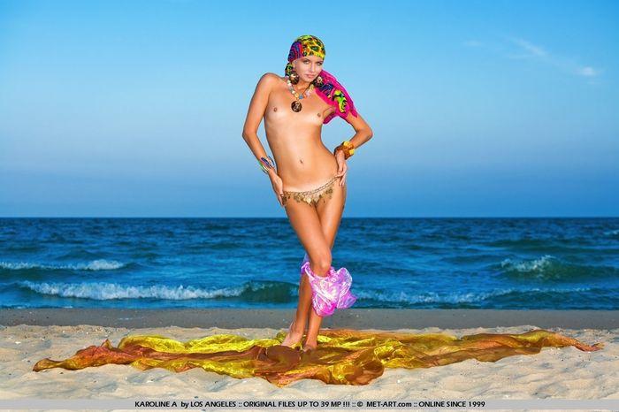 женщины голенькие в колготках фото