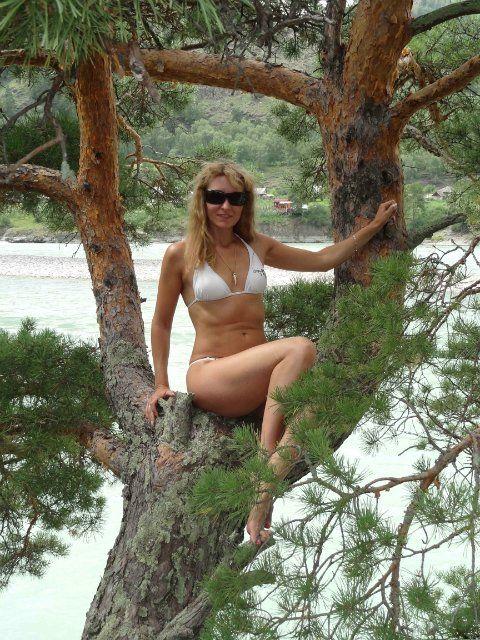 Сучки голые на пляже фото их развратных прелестей