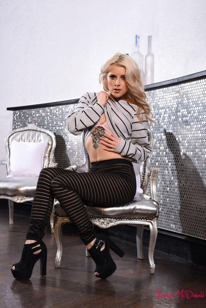 Сексапильная блондинка и ее зачетная попка