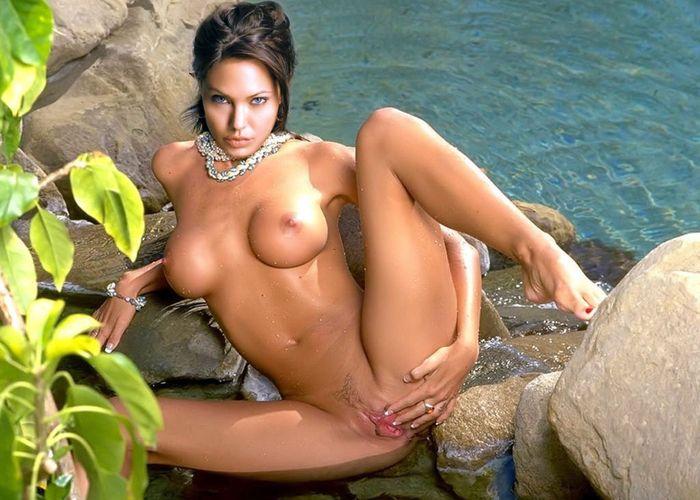 Самые качественные фото знаменитых эро девушек на природе