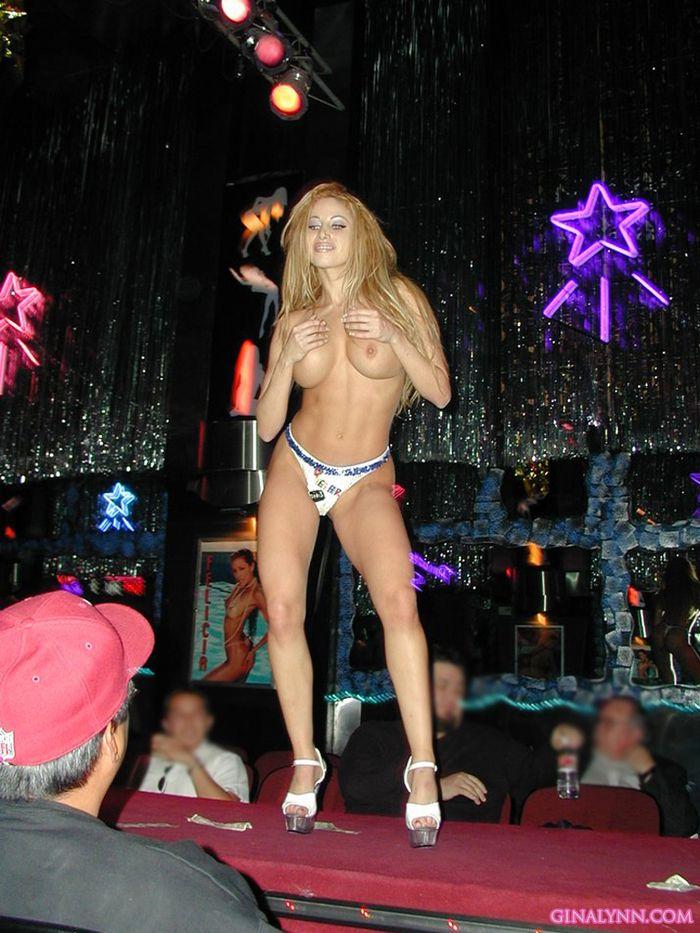 Пенная вечеринка, на которой голые девушки знают свое дело
