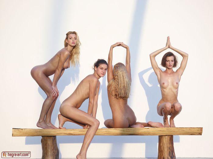 Голые девушки из группы поддержки 19 фотография