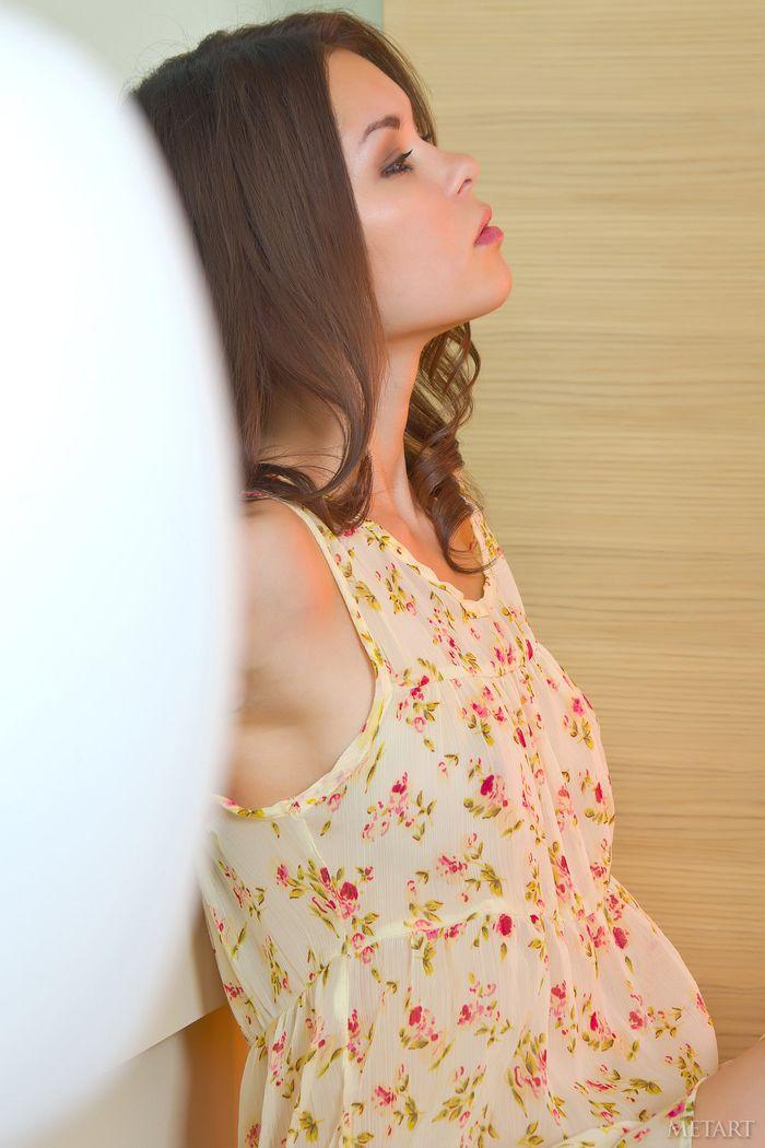 Зачетная erotica под цветочным сарафаном юной милашки