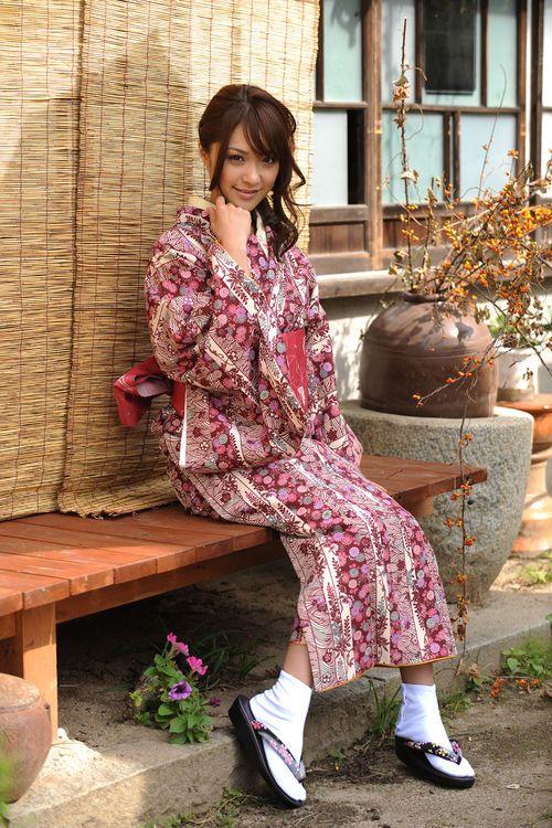 Миловидные азиаточки девушки в саунах