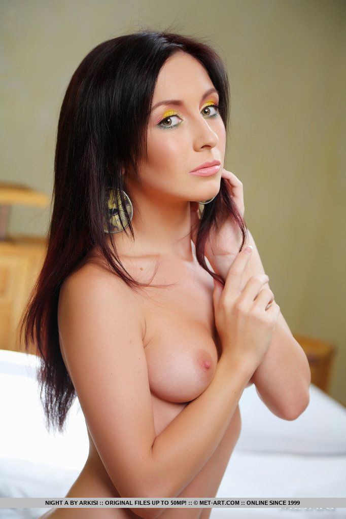 Голые фотосеты молоденькх прелестей в чулочках