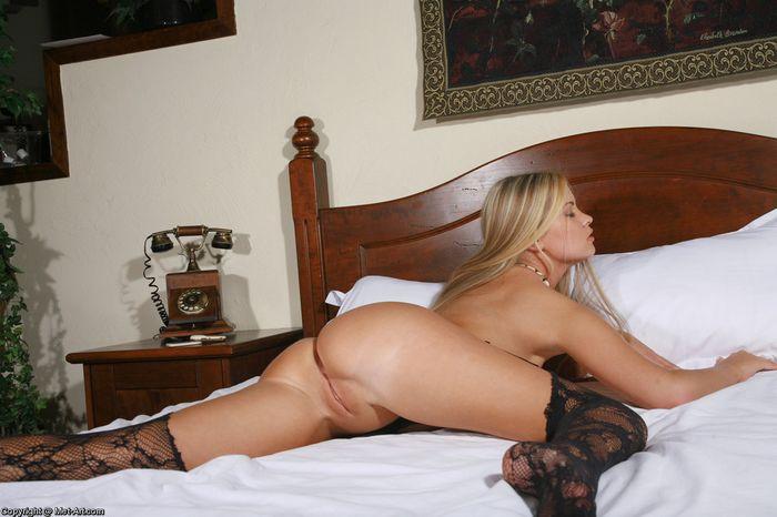 Потрясающие голые женщины в чулках