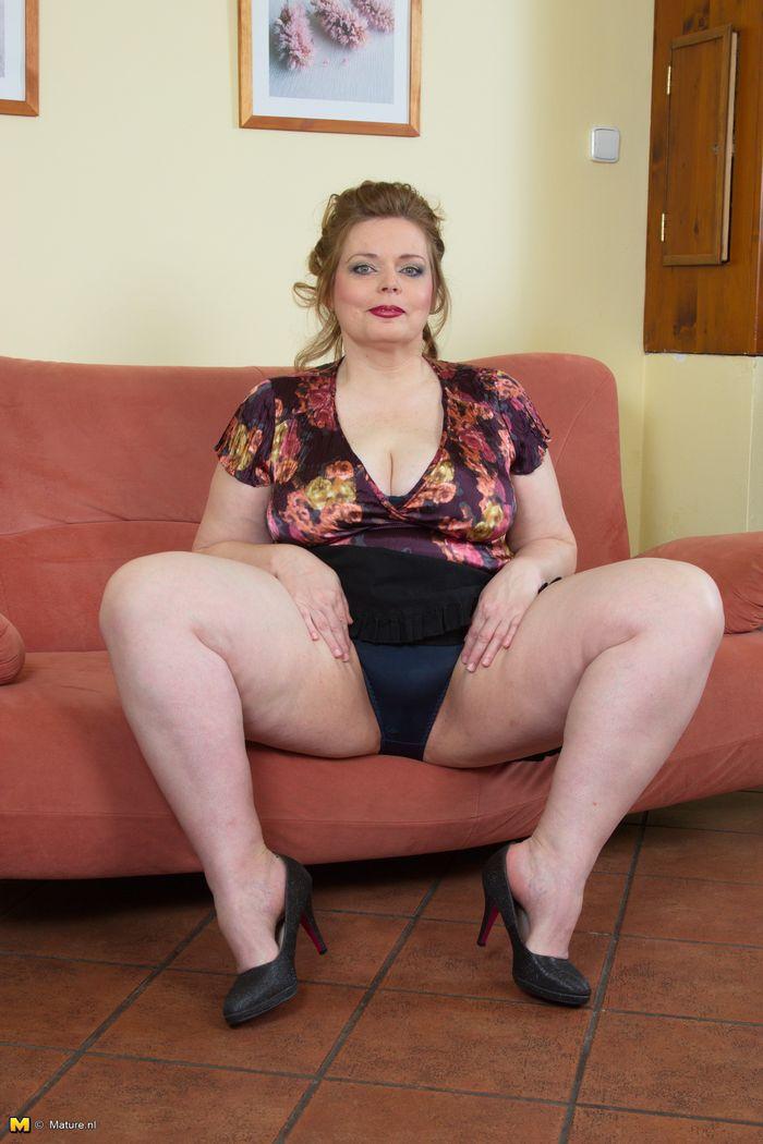 Смотреть фото голохых женщин толстых голых и толстых 16 фотография