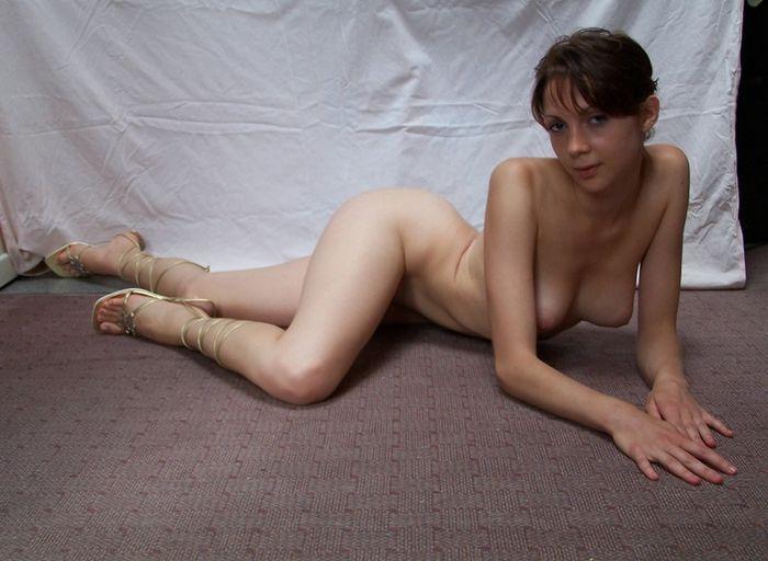 Девушки с раздвинутыми ногами фото