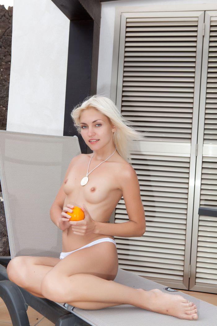 Красивенькие блондиночки лохматые ню