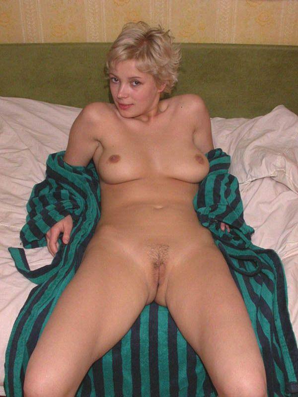 Очень пышные голые тётки доставляют себе удовольствие