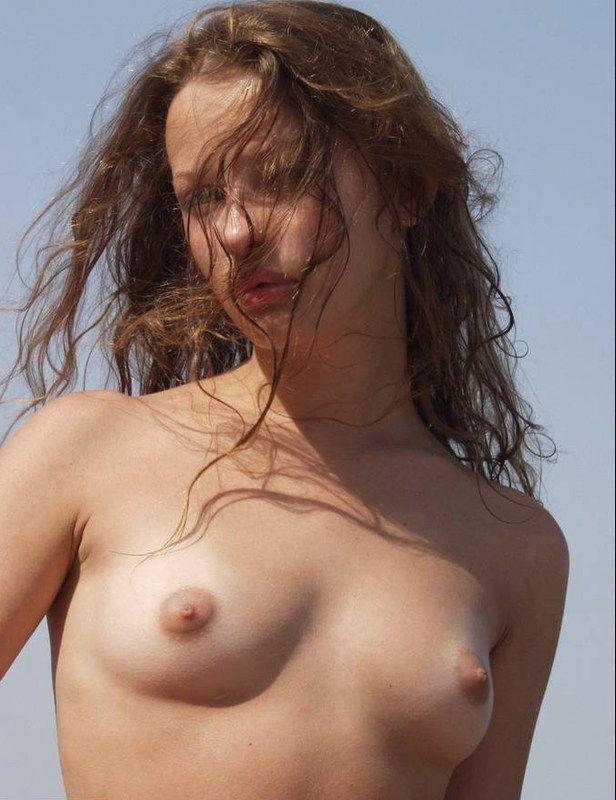 Пикантные фото молодых нудисток с красивым телом