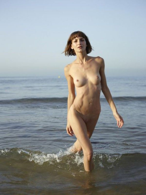 Дикий пляж голые фото милой очаровашки