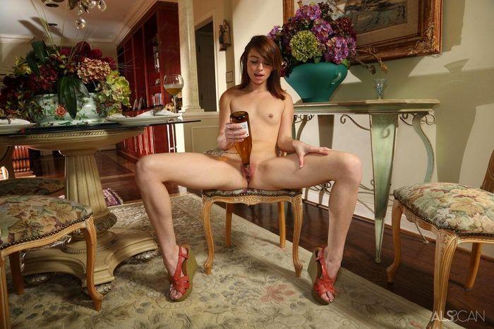 Aspen Ora и ее одинокий вечер